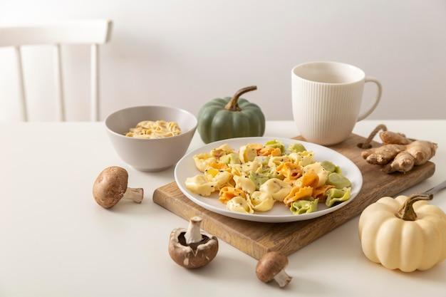 Vorderansicht des köstlichen tortellini-konzepts