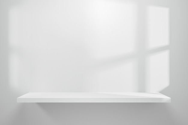 Vorderansicht des leeren regals auf weißem tabellenschaukasten- und -wandhintergrund mit natürlichem fensterlicht.
