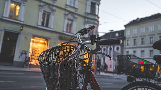 Vorderansicht des schwarzen fahrrad-lenkers