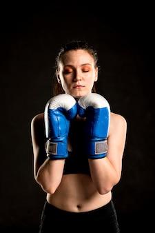 Vorderansicht des weiblichen boxers