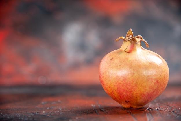 Vorderansicht frischer granatapfel