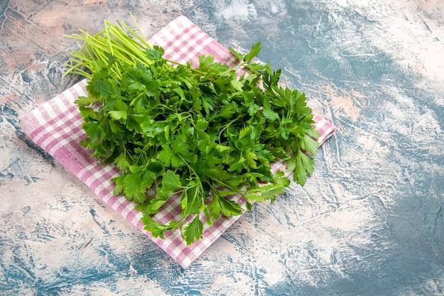 Vorderansicht frisches grün auf hellem hintergrund salatfarbfoto reife mahlzeit
