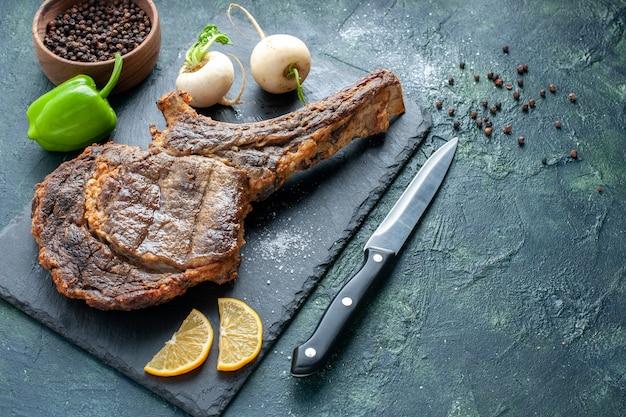 Vorderansicht gebratene fleischscheibe auf dunklem fleischgericht braten farbe tierrippe abendessen kochen grill