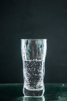 Vorderansicht glas soda auf dunklem getränk foto farbe champagner weihnachten alkohol