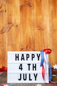 Vorderansicht glücklich 4. juli zeichen mit kopierraum