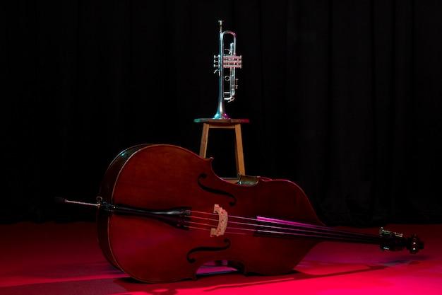 Vorderansicht jazz instrumente anordnung