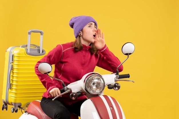 Vorderansicht junges mädchen auf moped, das jemanden anruft