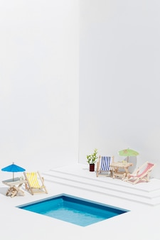 Vorderansicht kleiner pool stillleben anordnung