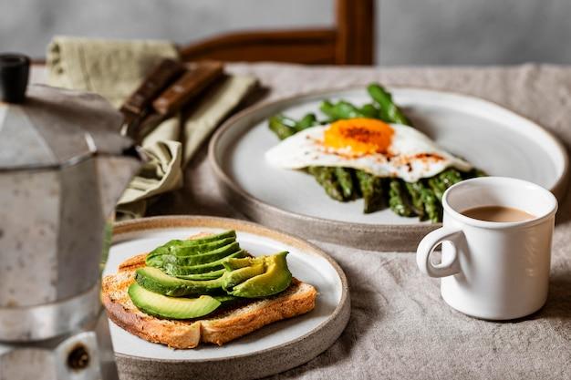 Vorderansicht köstliches frühstück mahlzeit sortiment
