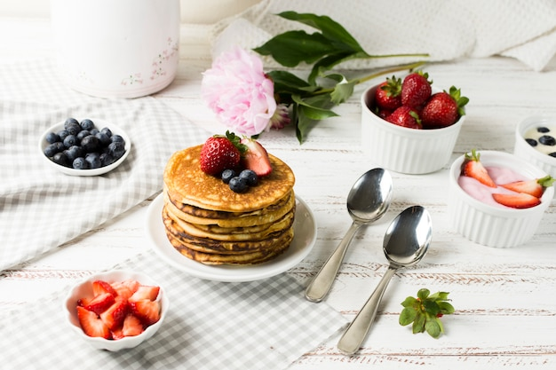 Vorderansicht leckeres frühstück