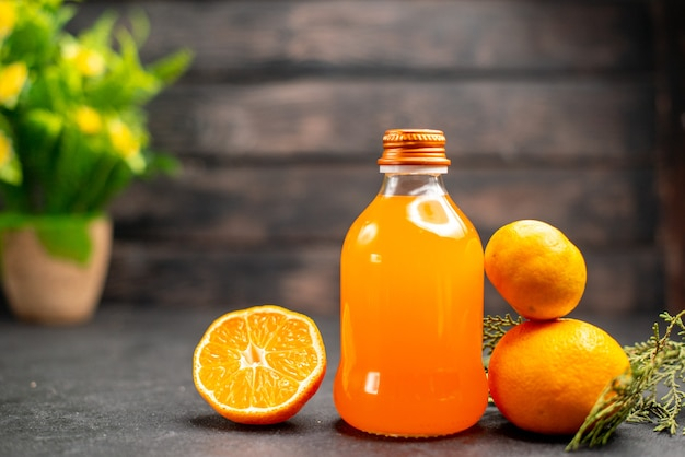 Vorderansicht orangensaft orange und mandarine topfpflanze