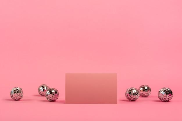 Vorderansicht quinceañera anordnung für geburtstagskind mit roter karte