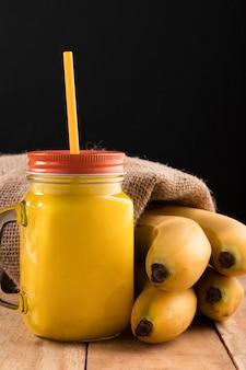 Vorderansicht smoothie mit bananen