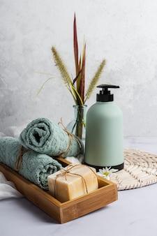 Vorderansicht-spa-tablett mit produkten