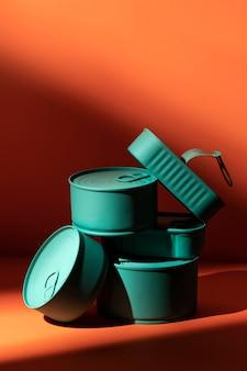 Vorderansicht stapel von blau konserviert mit kopierraum
