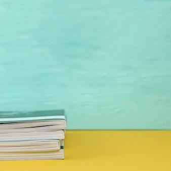 Vorderansichtbücher mit exemplarplatz