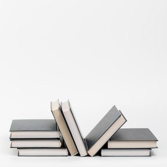 Vorderansichtbücher mit weißem hintergrund