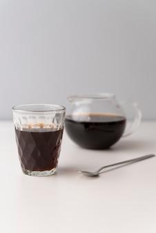 Vorderansichtgläser geschmackvoller kaffee