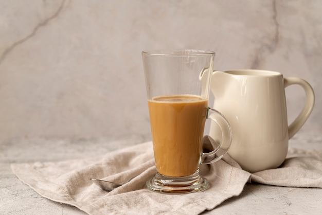 Vorderansichtglas milchkaffee
