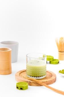 Vorderansichtglas mit matcha tee