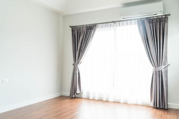 Vorhang mit sonnenlicht