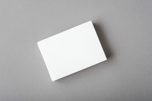 Vorlagenkonzept, weißes leeres layout auf ultimativem grauem hintergrund