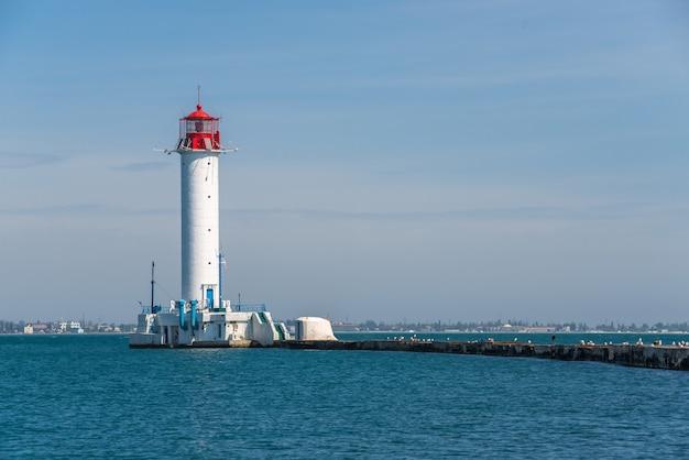 Vorontsov leuchtturm im hafen von odessa, ukraine