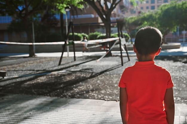 Vorsicht und vorbeugung auf städtischen spielplätzen