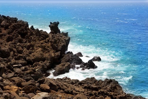 Vulkanisches ufer lanzarote el golfo atlantik