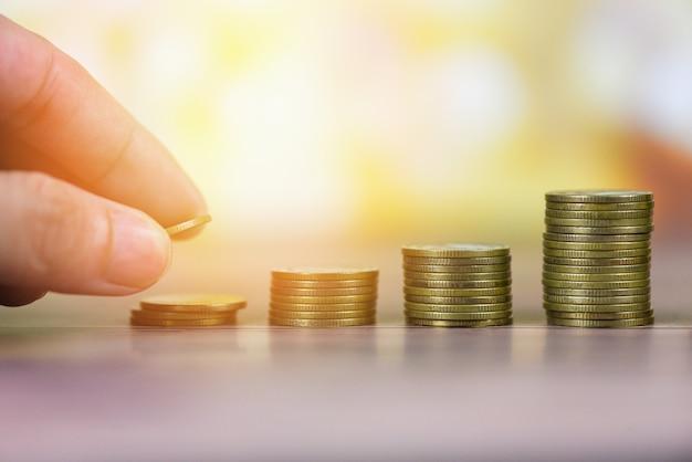 Wachstumsgeldmünzen auf tabelle