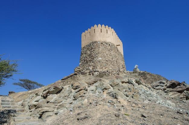 Wachturm in der al bidya moschee, fujairah. vae.