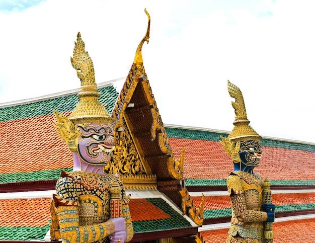 Wächter-statue bei wat phra kaew grand palace bangkok