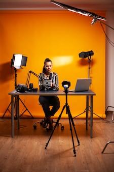 Während des podcasts über videografie-technologie sprechen