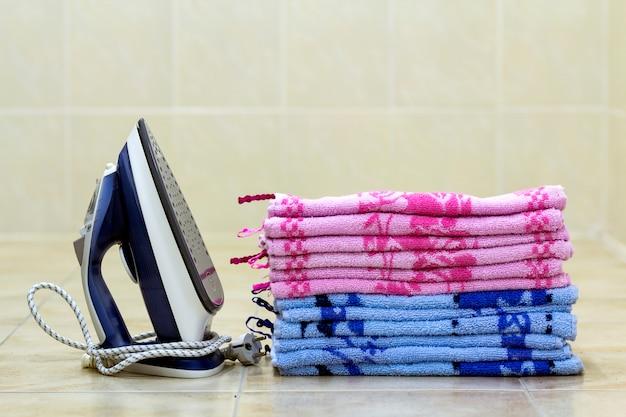 Wäsche mit dampferzeuger bügeln