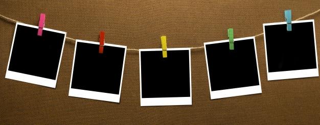 Wäscheleine, die sofortiges foto auf hölzernem brett hängt