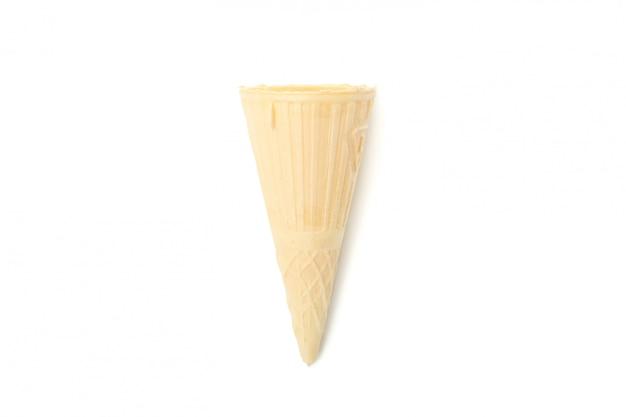 Waferkegel isoliert auf weißer oberfläche. süßes eis