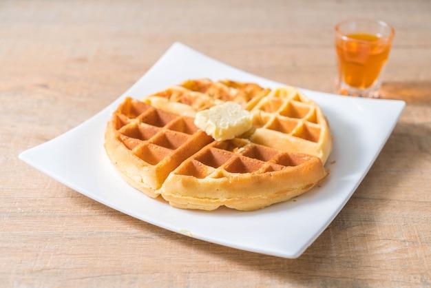 Waffel mit butter und honig