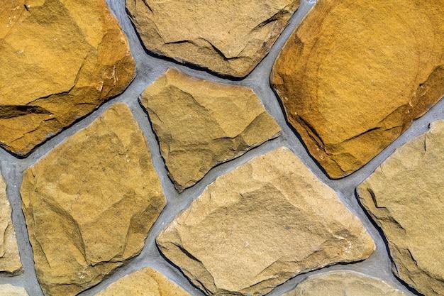 Wand aus natürlichem kalkstein. unregelmäßige steinoberfläche. seamlessr alter steinbeschaffenheitshintergrund