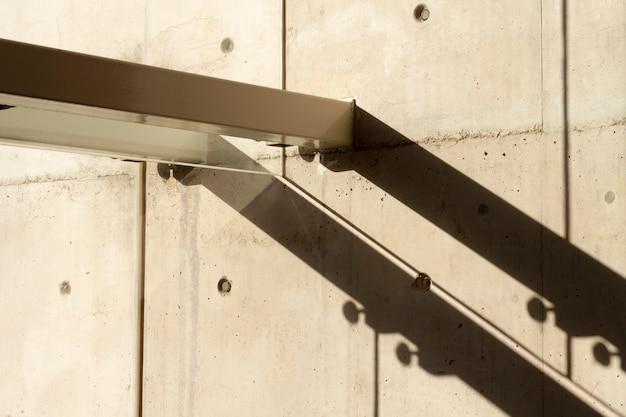 Wand mit löchern und gangway