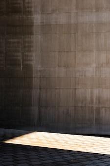 Wand mit sonnenlicht