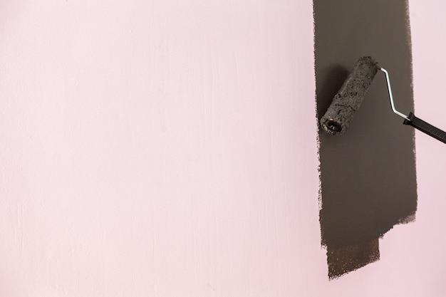 Wand schwarz streichen