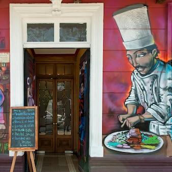 Wandbild an der wand eines restaurants, calle antonia lopez de bello, santiago, stadtregion von santiago,