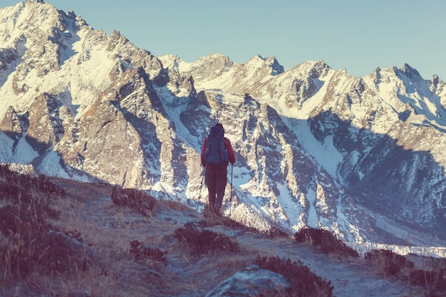 Wanderer im himalaya-gebirge. nepal