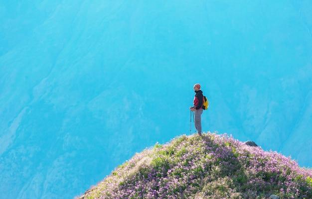 Wandermann in kanadischen bergen.