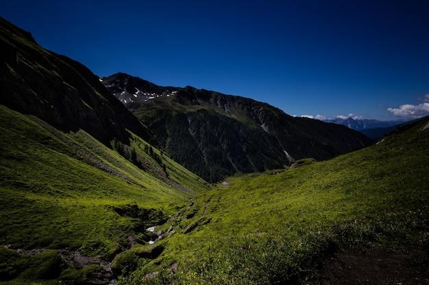 Wandern in österreich mit herrlicher aussicht