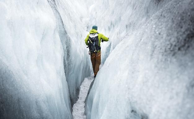 Wandern sie auf einem gletscher