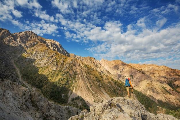 Wanderung in den chimgan-bergen, usbekistan.