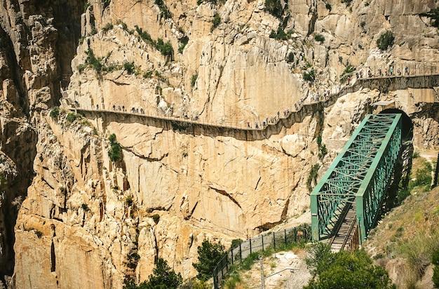 Wanderweg caminito del rey und klettersteig durch den canyon. andalusien, spanien