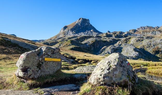 Wanderweg in den pyrenäen-bergen, frankreich