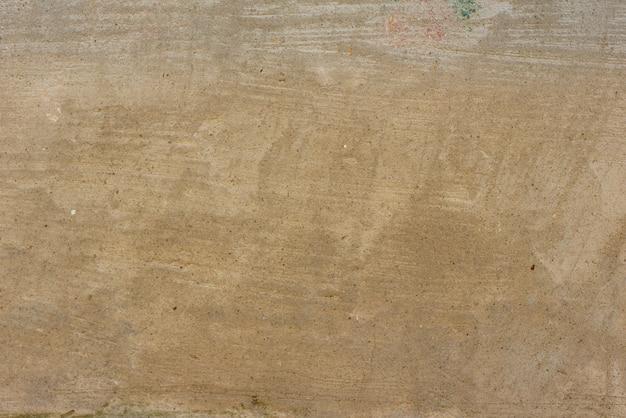 Wandfragment mit kratzern und rissen
